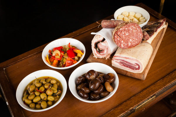 Ampia scelta di piatti stagionali della cucina lombarda e monzese al Ristorante VILLA REALE di Monza - Restaurant Pizzeria Monza center Villa Reale