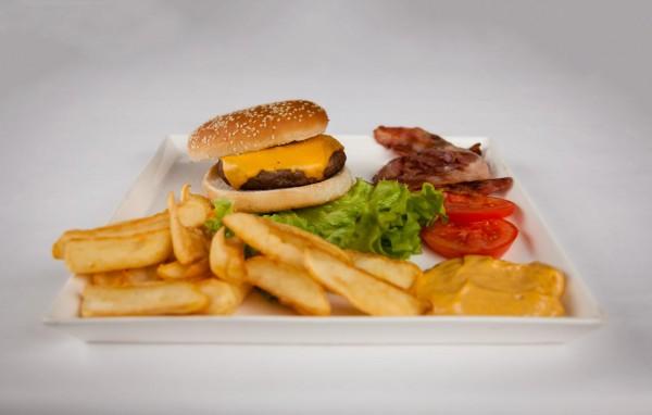 Hamburger a Monza cotti con BBQ a legna al VILLA REALE - Ristorante centro Monza - Pizzeria Monza VILLA REALE